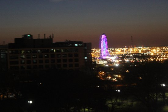 Radisson on Flagstaff Gardens: Nite view from our room