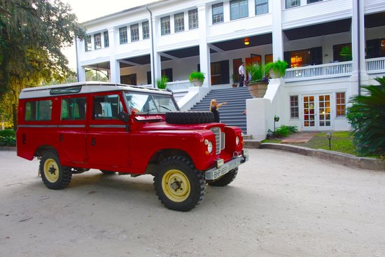 Greyfield Inn: Landrover and the Inn