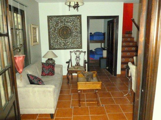 Cabañas Villa San Miguel: ENTRADA Y VISTA DE LA CABAÑA