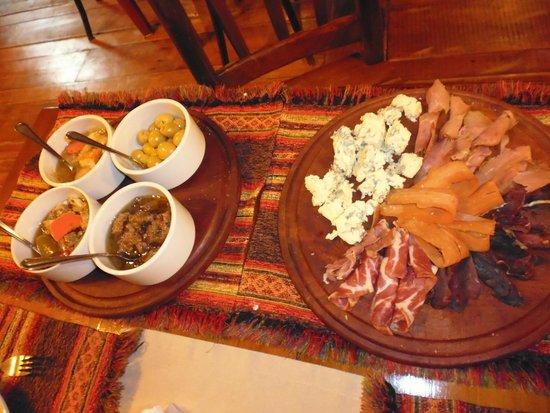 Patagonia Rebelde: Tabla de ahumados y escabeches (se sirven por la noche)