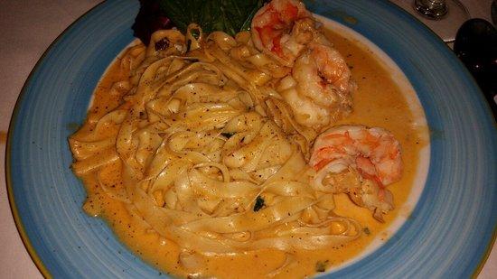 Osteria del Teatro: Fettucine mit Riesen Dhrimp in einer Pinky Lobster Sauce :)))))