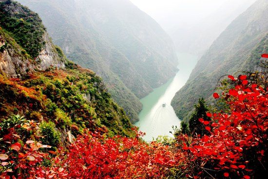a discussion on yangtze yangtze and the dam construction site along the yangtze river Yangtze river travel guide helps you to find the best schedule, ships and tips for cruising on the yangtze river the cultures and stories along three gorges dam.