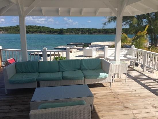 Turquoise Cay Boutique Hotel: cheliando en la terraza