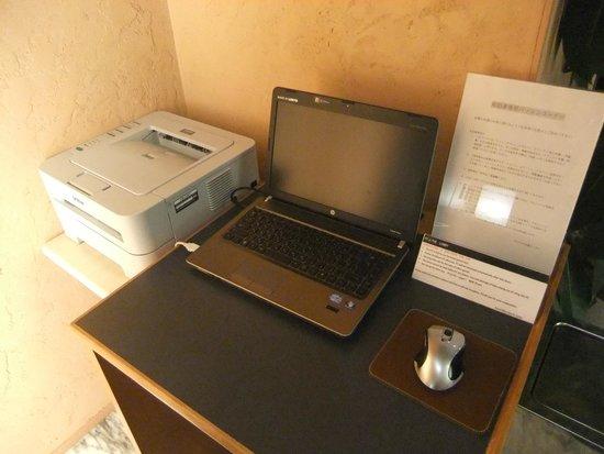 Hotel Nihonbashi Saibo: フロントのパソコン