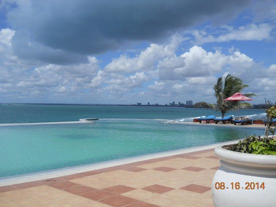 Golden Tulip Dar Es Salaam: The pool to end all pools!