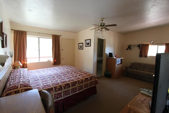 Buckeye Tree Lodge: King mini-suite