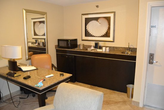 Radisson Suite Hotel Oceanfront: Жилая комната