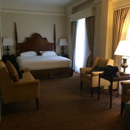 Seelbach Hilton: Long bedroom (suite)