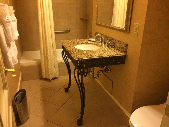 Seelbach Hilton: Awkward bathroom