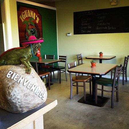 Iguanas Mexican Grill: We are back in the old space on Glacier Street - 7053!
