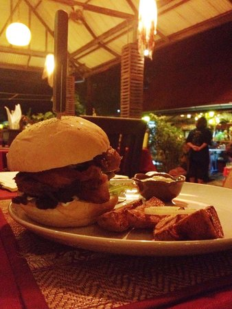 Ling Uan (Fat Monkey): Beef, bacon & blue cheese burger. Easily one of the best burgers we've ever eaten, not just in T