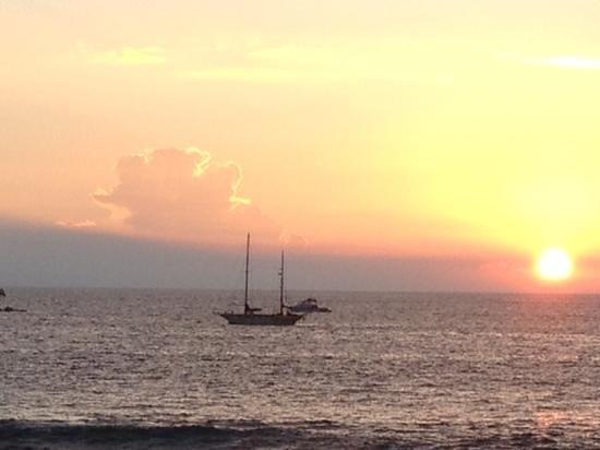 Humpy's Big Island Alehouse: Sunset!