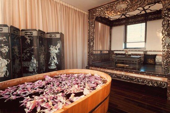 Zen Spa Vietnam Bathroom With Antique Bed