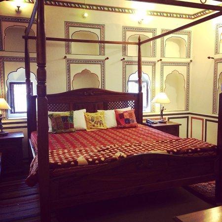 une des tres belle chambre avec lit immense picture of. Black Bedroom Furniture Sets. Home Design Ideas