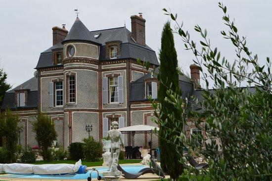 vue exterieur du ch teau picture of chateau du mesnil la vieille lyre tripadvisor. Black Bedroom Furniture Sets. Home Design Ideas