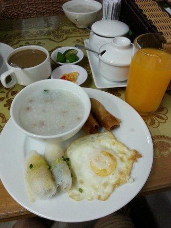 Ellyse Nga Khanh Hotel: Breakfast