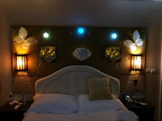 Le Vieux Nice Inn: Mysbelysning över sängarna.