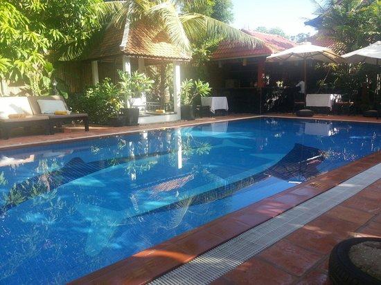 Sonalong Boutique Village & Resort : Klein , maar heerlijk zwembad met een barretje.
