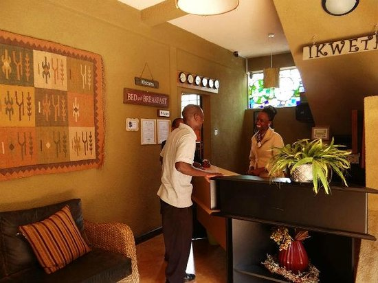 Ikweta Country Inn: Service with a smile