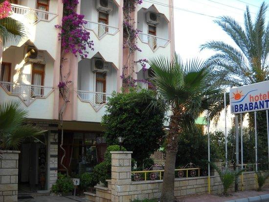 Seven Stars Exclusive Hotel : Vista da entrada do hotel.