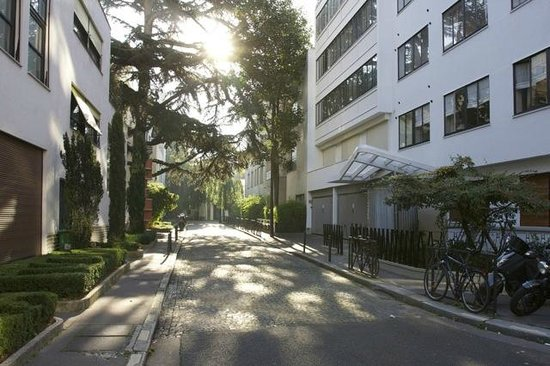 Rue Mallet-Stevens : Een zonnige morgen.