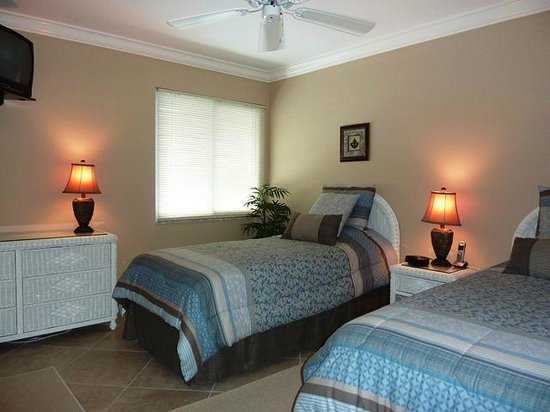 White Sands Village : guest bed