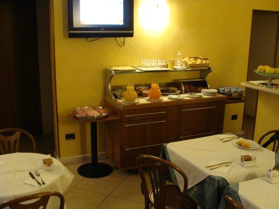 Cris Hotel: Good breakfast