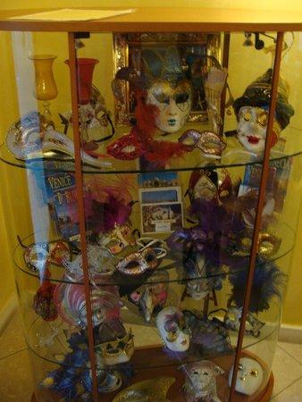 Cris Hotel: Nice gallery of venecian masks