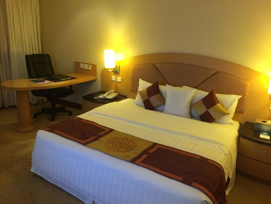 Fortuna Hotel Hanoi : Bed was a little springy for me