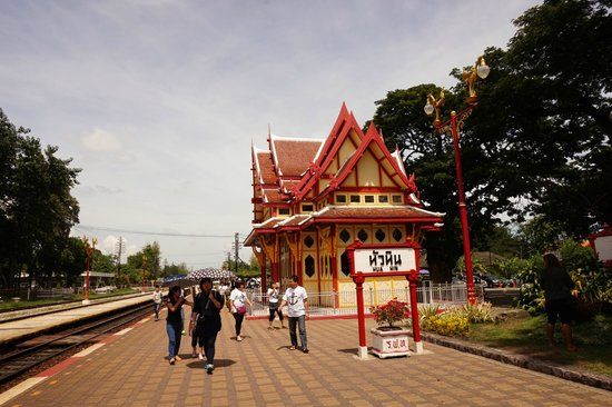 Sailom Hotel: The Hua Hin Train Station is not too far from here.