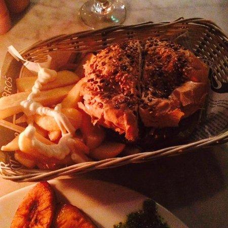 Rabipelao Rawalistan: Hamburguesa con papas