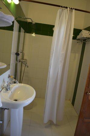 Hotel Mahal Khandela: Bathroom