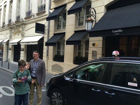 Castille Paris : Hotel exterior, Rue Cambon (Chanel next door!)
