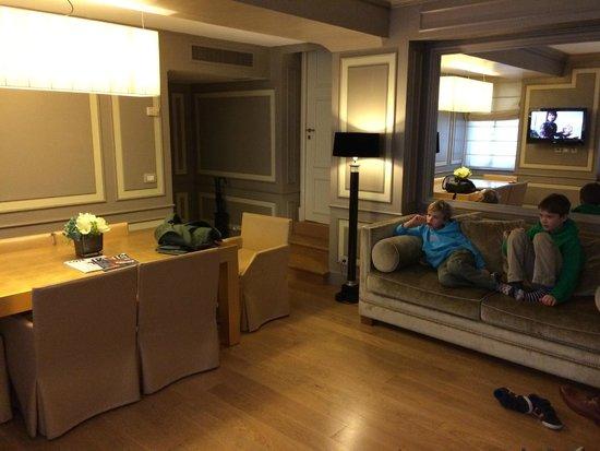 Castille Paris : Our spacious suite – room 212
