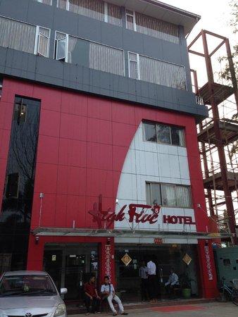 High Five Hotel : Outside