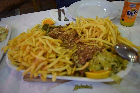 Restaurante Madureira Prado: A batata esconde o prato principal, cuja carne estava ótima