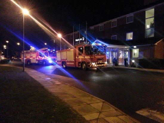 Premier Inn Newcastle (Washington) Hotel: Brief visit of the Fire Brigade