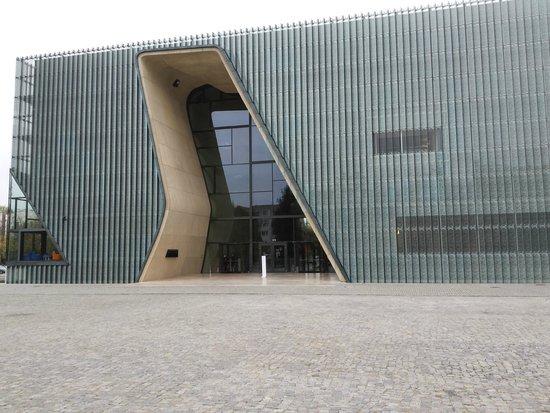 POLIN Museum of the History of Polish Jews: Bryła zewnętrzna muzeum