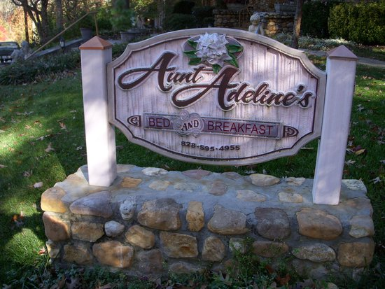 Aunt Adeline's Bed and Breakfast: Easily identifiable as you approach