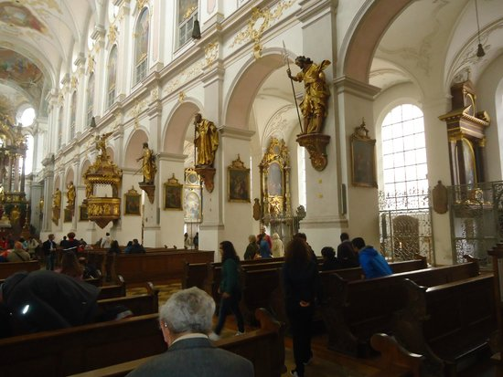 interieur - Picture of St. Peter\'s Church, Munich - TripAdvisor