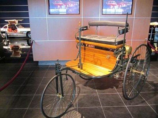 Kemp Auto Museum: Replica of 1886 Benz