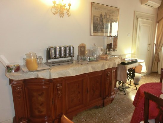 Al Palazzetto: Breakfast at the B&B