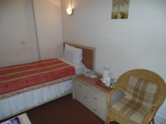 Gardens Hotel : Room