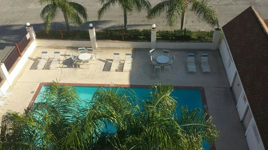 Avalon Hotel: the swimming pool (5fth floor view)