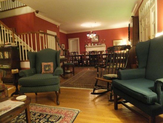 Inn at Monticello: Living and Dining Room