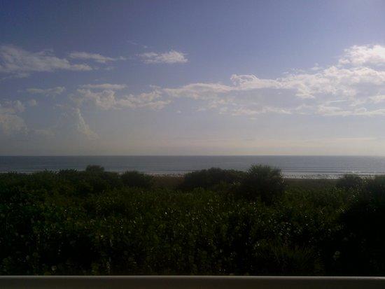 Discovery Beach Resort: balcony view, miles  of beach