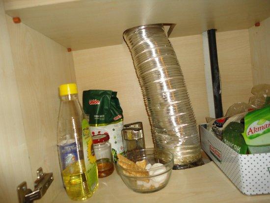 Taksim Istanbul Apart: Dispensa cucina