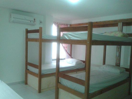 """Zicatela Beach Hostel: quarto coletivo """"Lajão"""""""