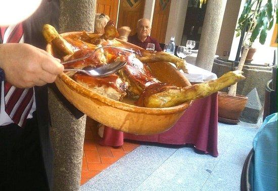 El Fogon Sefardi Restaurante: Su cochinillo asado