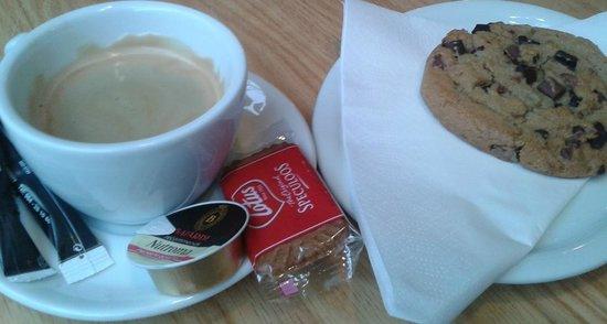 Flamingo: nice coffee, nice cookie